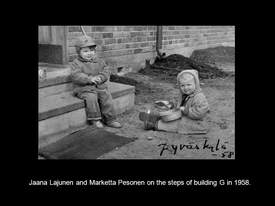 Jaana Lajunen and Marketta Pesonen on the steps of building G in 1958.