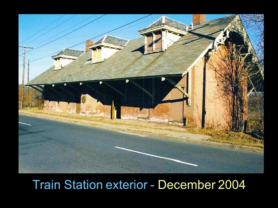 Train Station exterior - December 2004