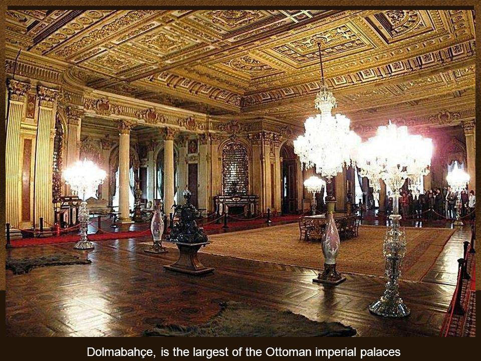 Algunas de las muchas obras de arte que se pueden admirar en el Palacio.. These are just some pieces of the vast collection of works of art in gold