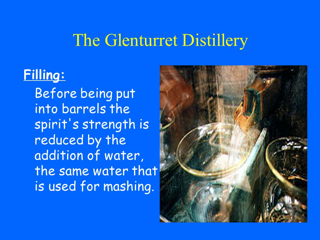 The Glenturret Distillery Distilling: The liquid flows into a traditional pot still made from copper (=cuivre), the shape of which has remained unchanged since Scotch whisky was first made.