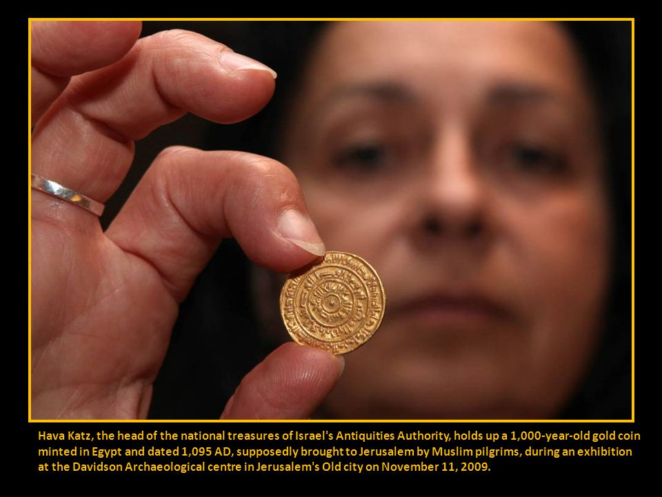 A gold trader weighs gold in Cauca, Colombia on November 17, 2009