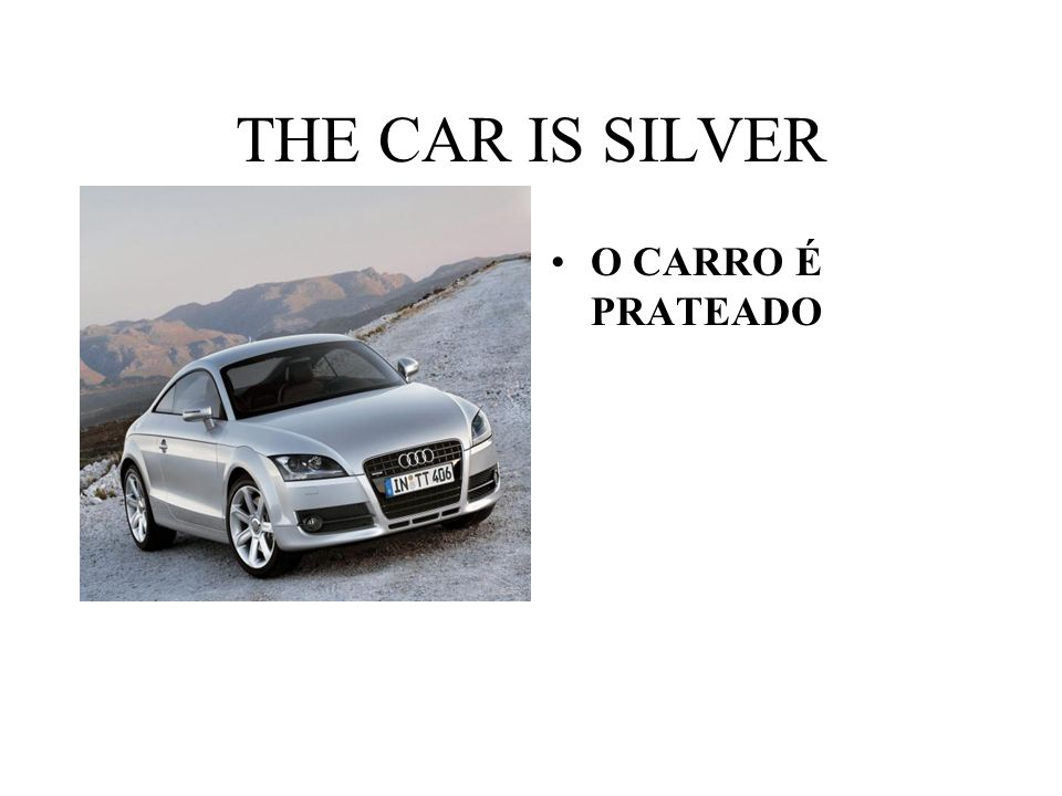 THE CAR IS SILVER O CARRO É PRATEADO