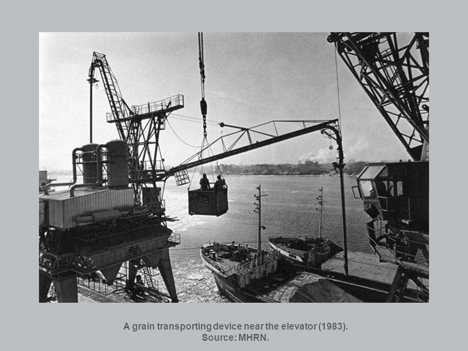 A grain transporting device near the elevator (1983). Source: MHRN.