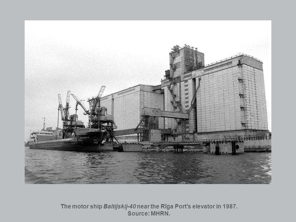 The motor ship Baltijskij-40 near the Rīga Ports elevator in 1987. Source: MHRN.