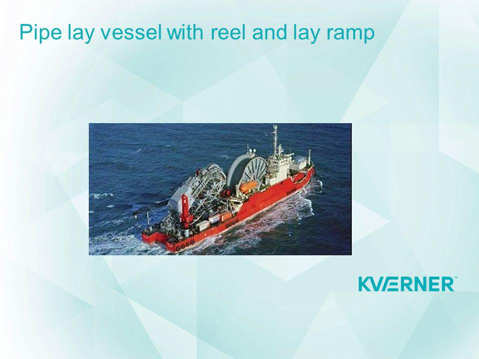 Pipe lay vessel with reel and lay ramp