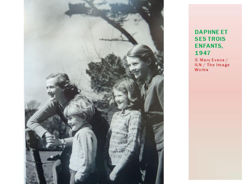 © Mary Evans / ILN / The Image Works DAPHNE ET SES TROIS ENFANTS, 1947