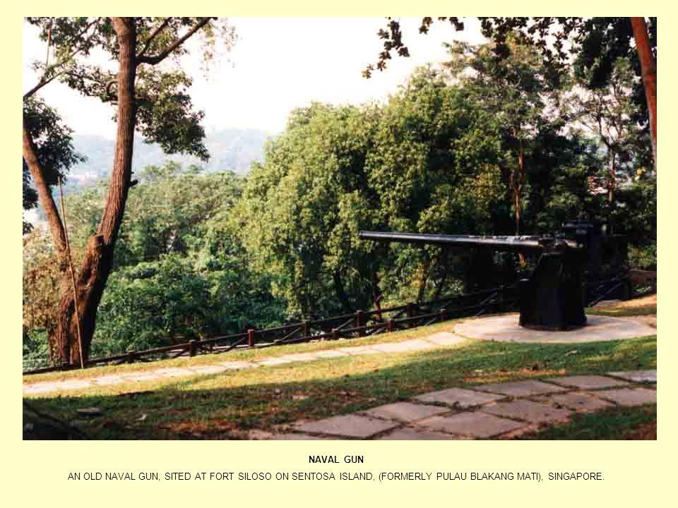 NAVAL GUN AN OLD NAVAL GUN, SITED AT FORT SILOSO ON SENTOSA ISLAND, (FORMERLY PULAU BLAKANG MATI), SINGAPORE.