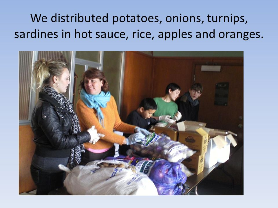 We distributed potatoes, onions, turnips, sardines in hot sauce, rice, apples and oranges.