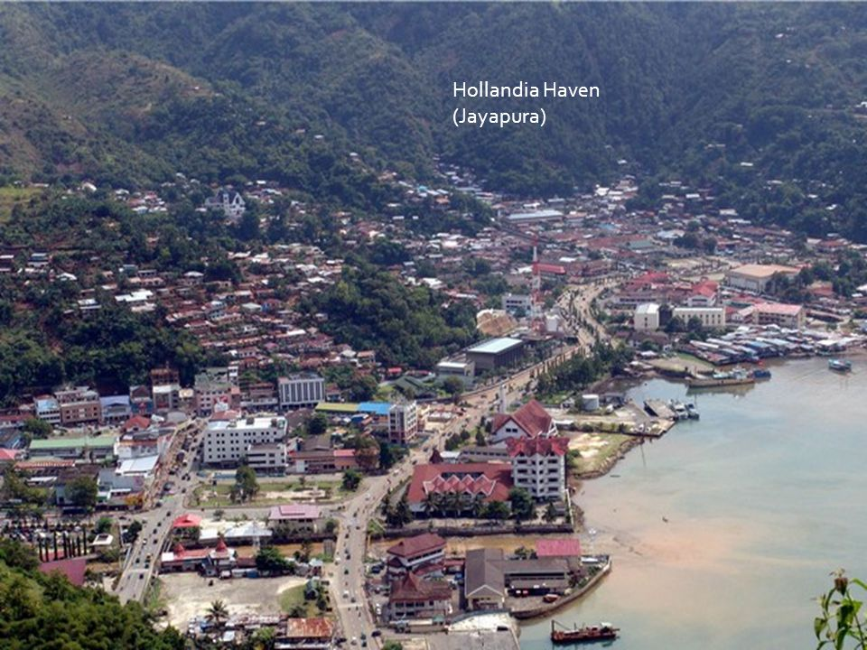 Hollandia Haven (Jayapura) With former Oranje Laan. Far to the left was Kloofkamp (out of the picture)
