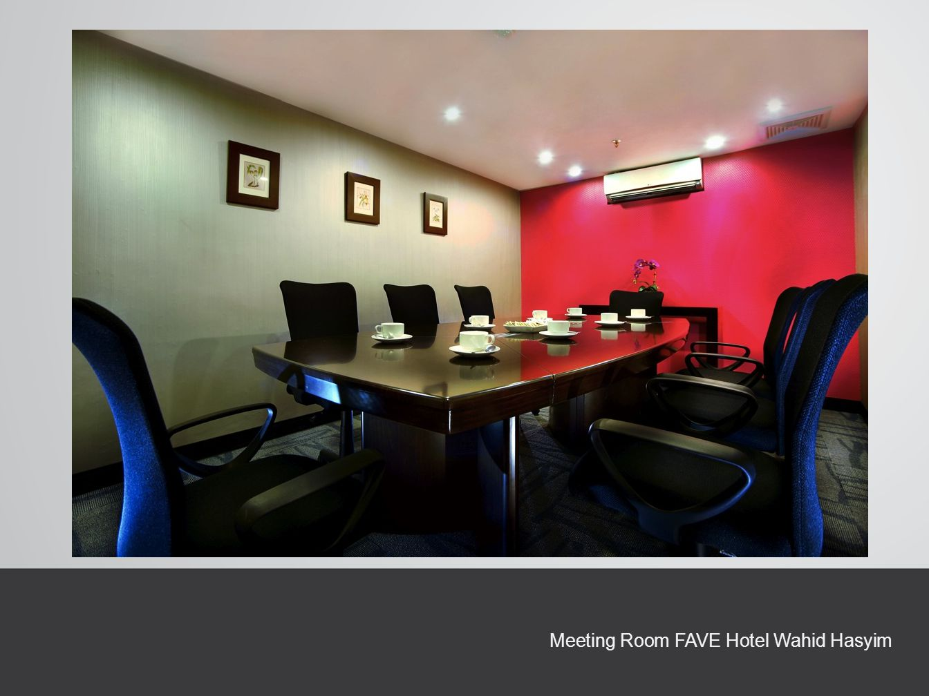 Meeting Room FAVE Hotel Wahid Hasyim