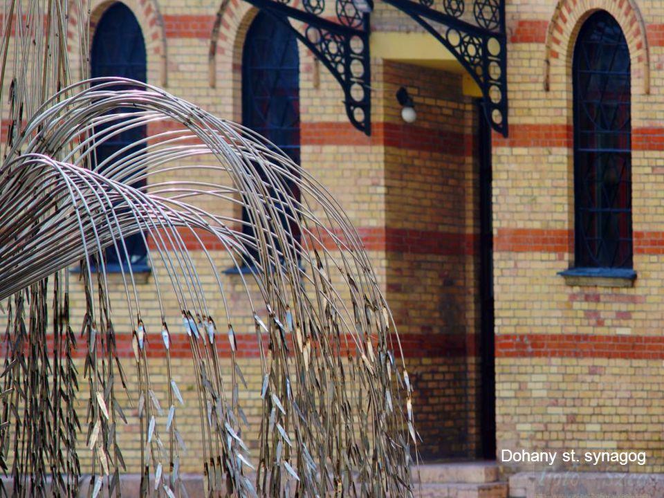 2011.03.06.Budapest street photos10 Dohany st. Synagog.