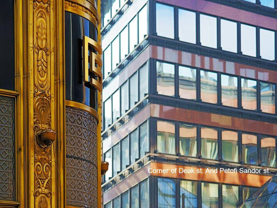 2011.03.06.Budapest street photos16 Kempinsky Hotel, Deak st.