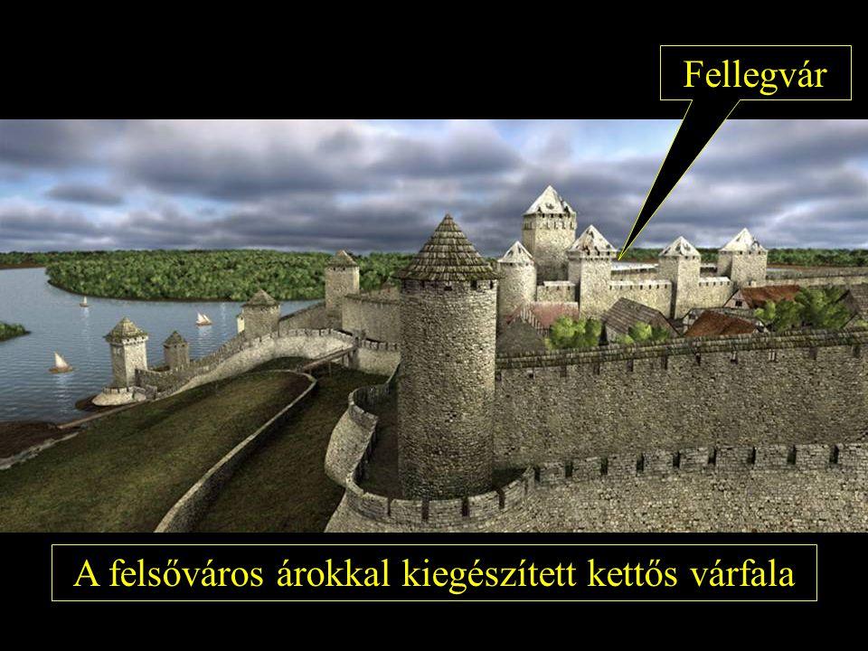 A felsőváros árokkal kiegészített kettős várfala Fellegvár