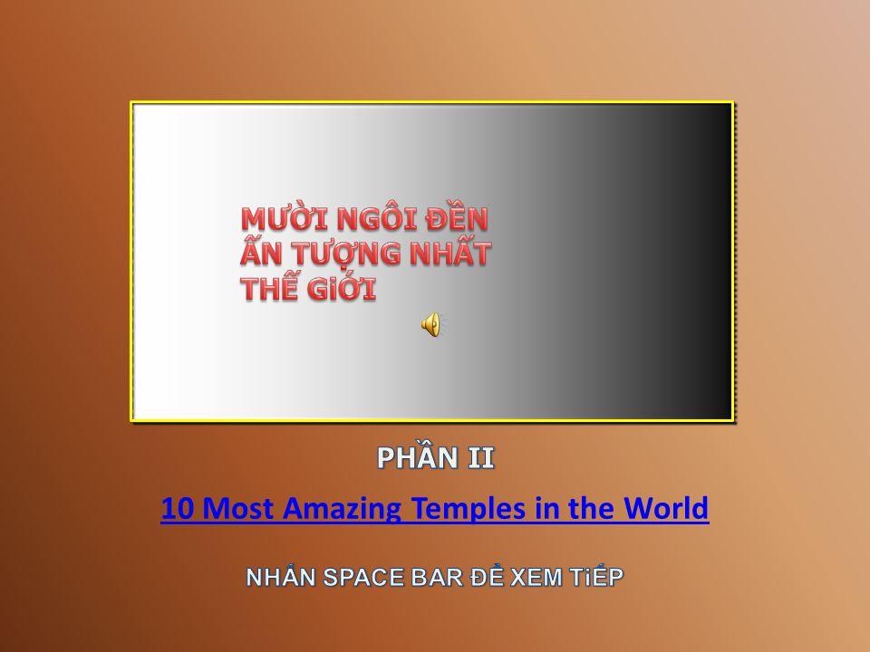 Entrance to Angkor Thom. Image:[Picasaweb]