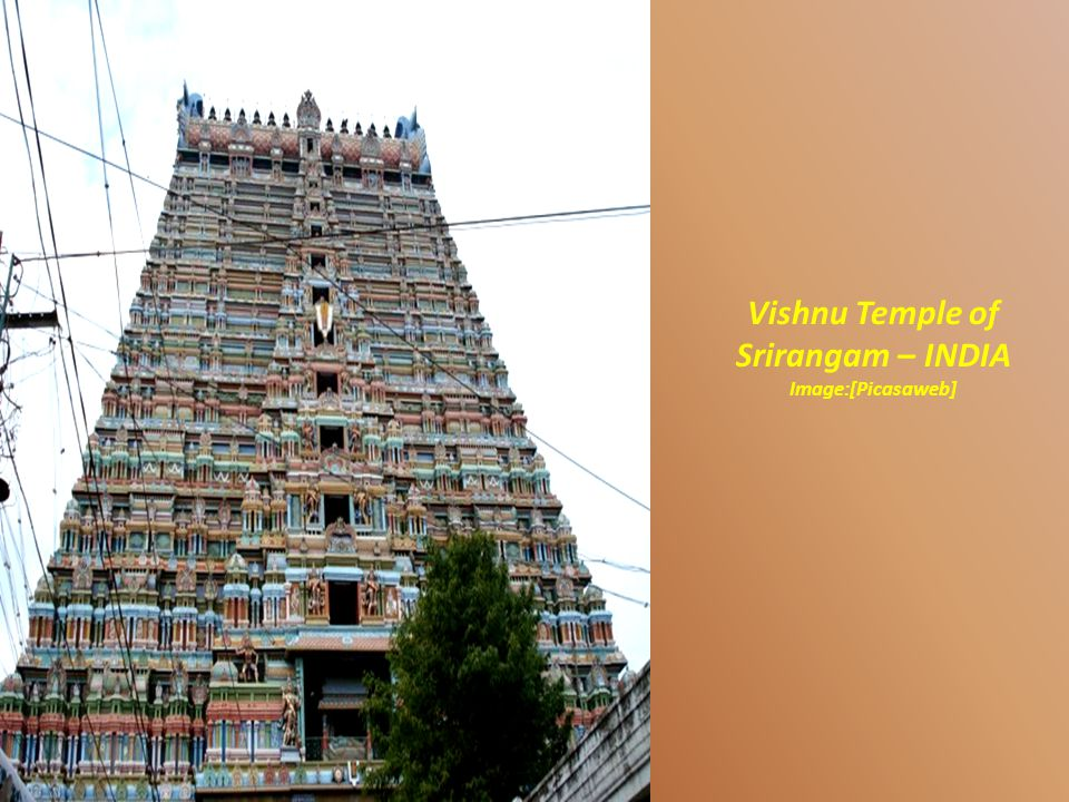 Temple of Srirangam, with its colorful gopurams. Image: licinivs [Flickr]