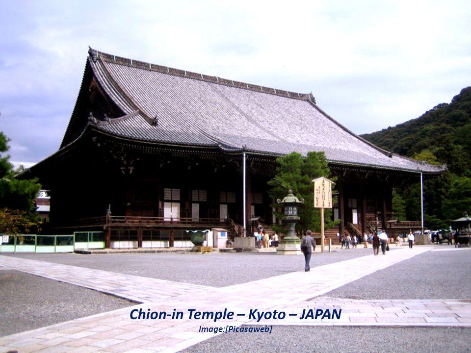 Golden Temple – INDIA Image:[Picasaweb]