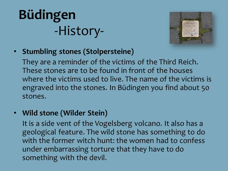 Stumbling stones (Stolpersteine) They are a reminder of the victims of the Third Reich.