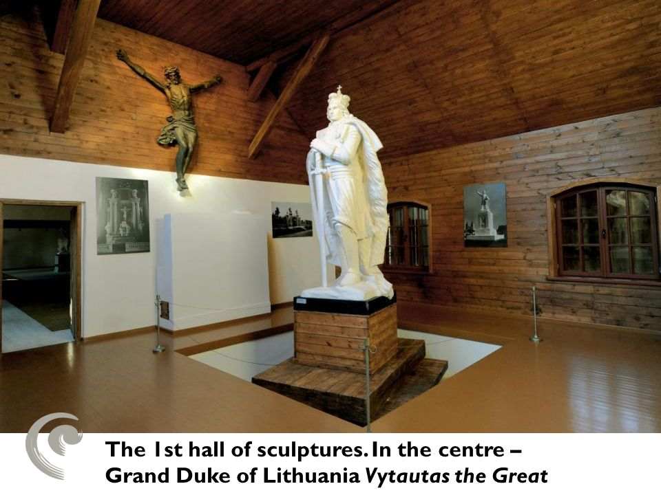 The 1st hall of sculptures. In the centre – Grand Duke of Lithuania Vytautas the Great