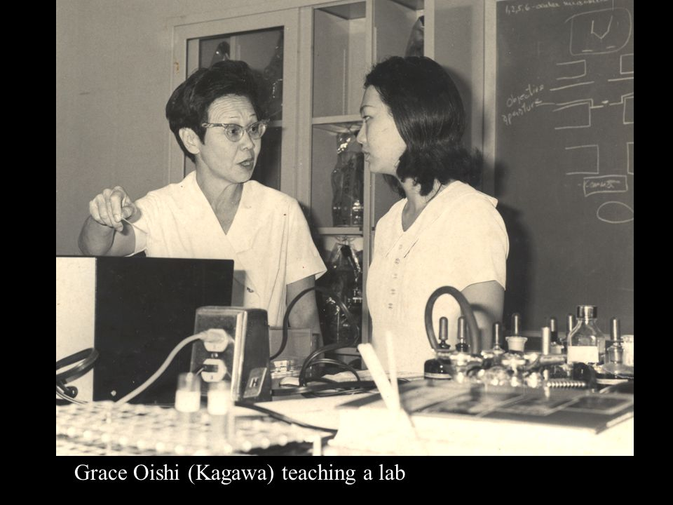 Grace Oishi (Kagawa) teaching a lab