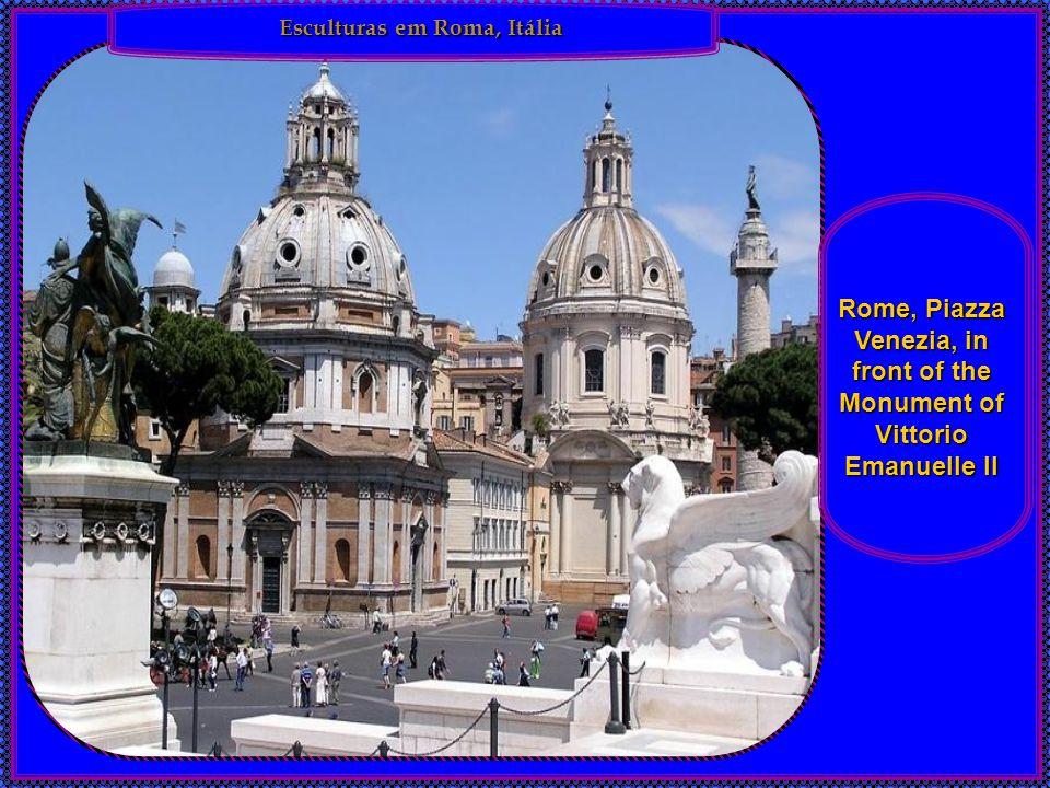 Esculturas em Roma, Itália Rome, Piazza Venezia, in front of the Monument of Vittorio Emanuelle II
