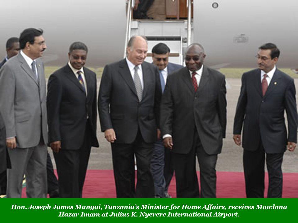 Hon. Joseph James Mungai, Tanzanias Minister for Home Affairs, receives Mawlana Hazar Imam at Julius K. Nyerere International Airport.