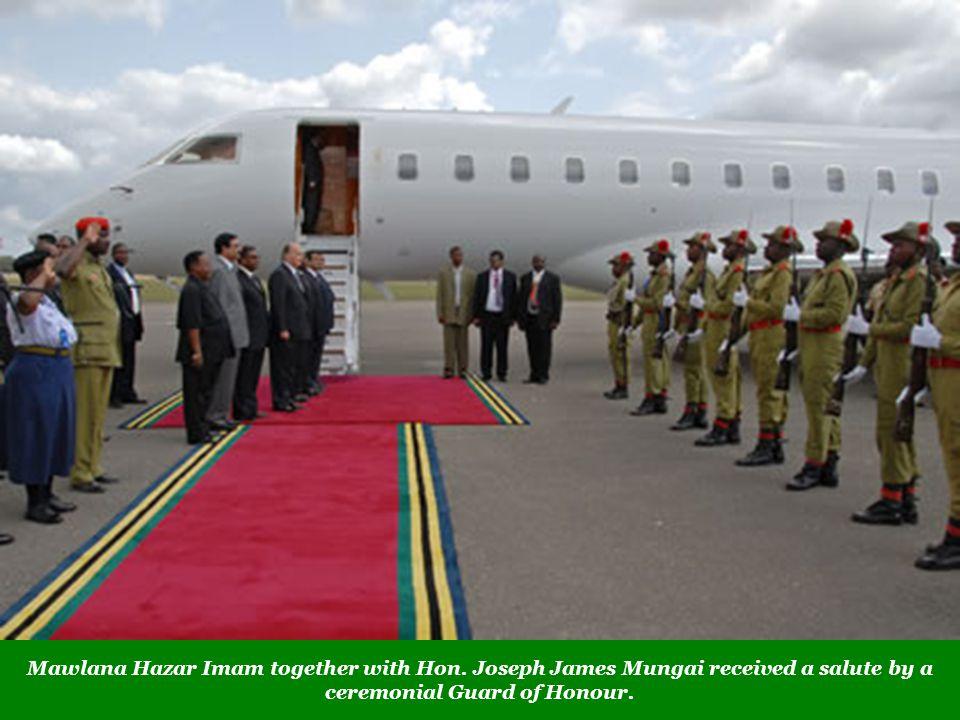 Mawlana Hazar Imam together with Hon. Joseph James Mungai received a salute by a ceremonial Guard of Honour.