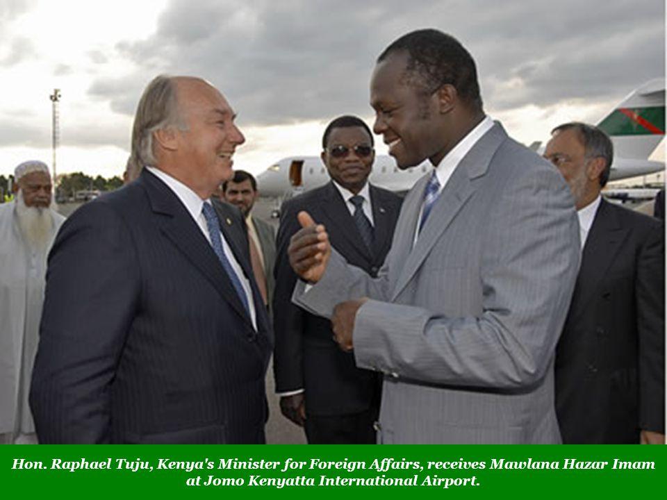 Hon. Raphael Tuju, Kenya's Minister for Foreign Affairs, receives Mawlana Hazar Imam at Jomo Kenyatta International Airport.