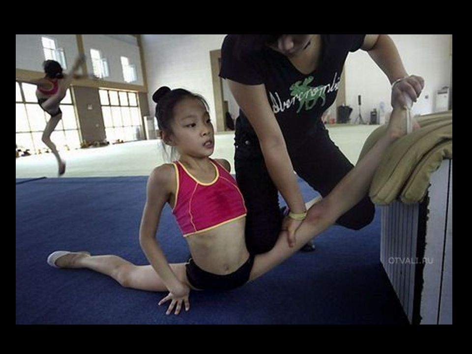 Young Chinese Athletes The Training Behind the Gold Medals העובדות שמאחורי מדליות זהב של הסינים