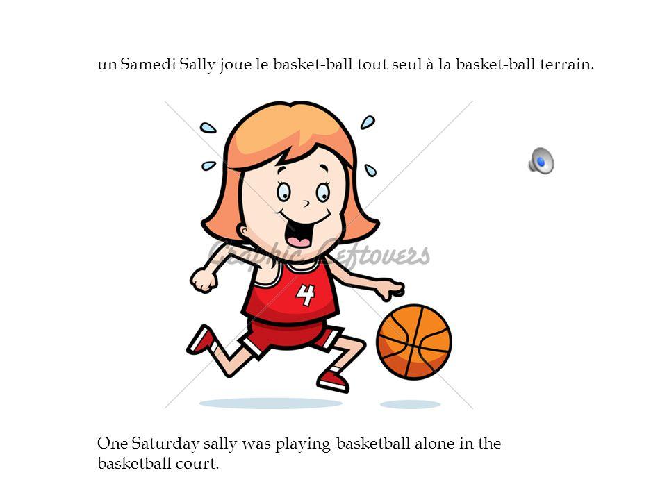 un Samedi Sally joue le basket-ball tout seul à la basket-ball terrain.
