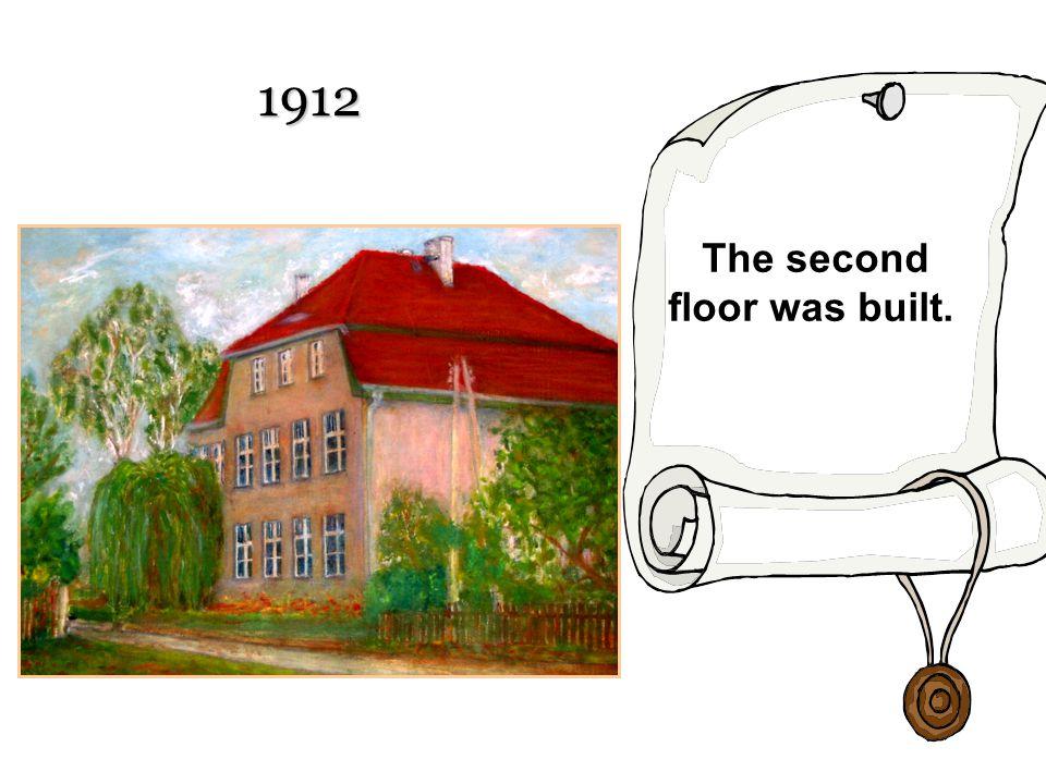 1912 The second floor was built.