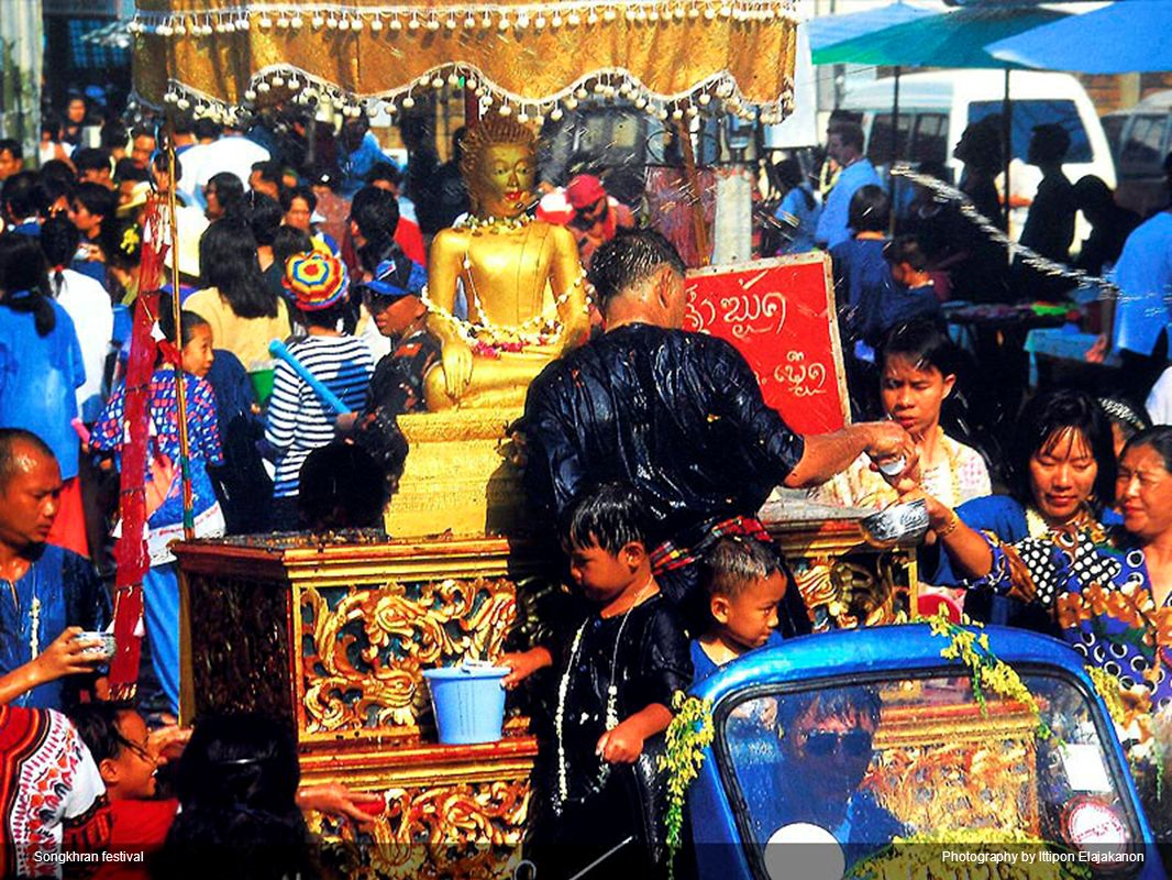Loi Krathong FestivalPhotography by Wisan Numkarng