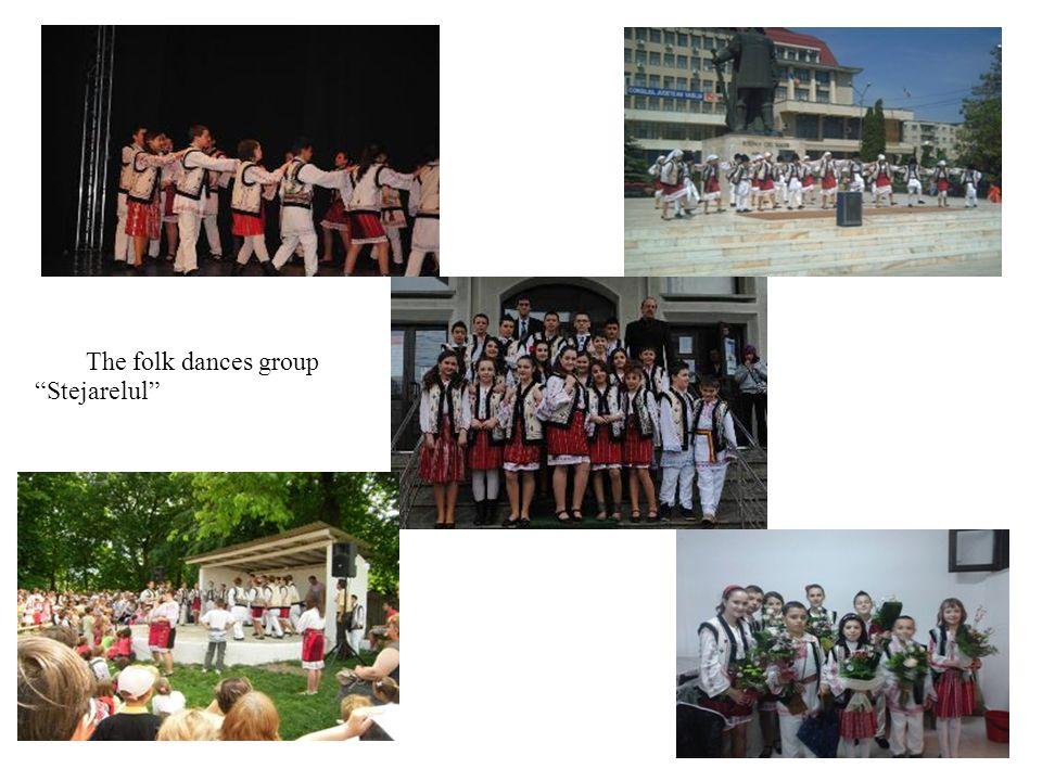 The folk dances group Stejarelul