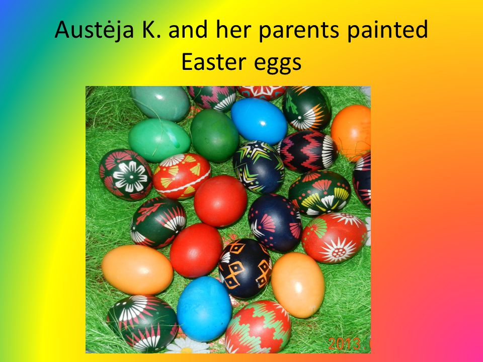 Austėja K. and her parents painted Easter eggs