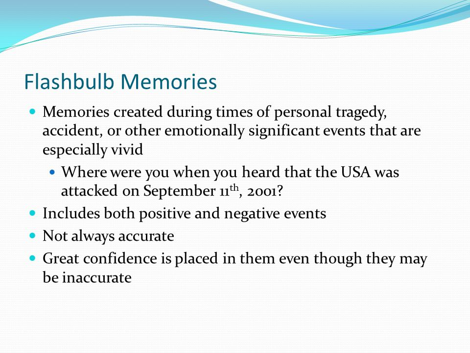 What is the difference between a flashbulb memory and an descriptive essay?