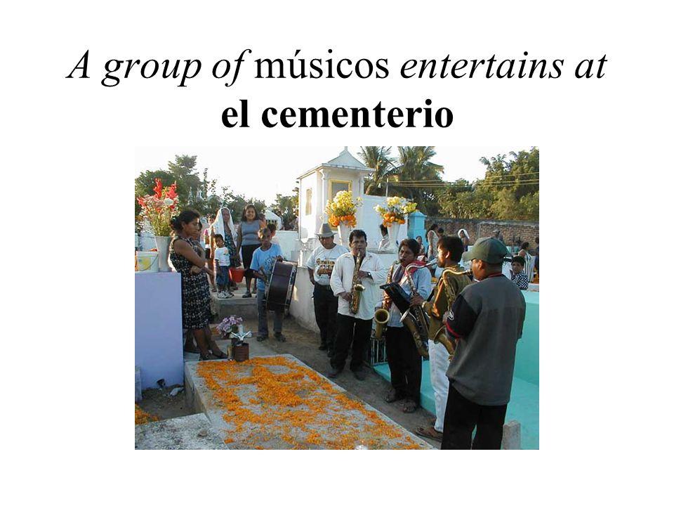 A group of músicos entertains at el cementerio