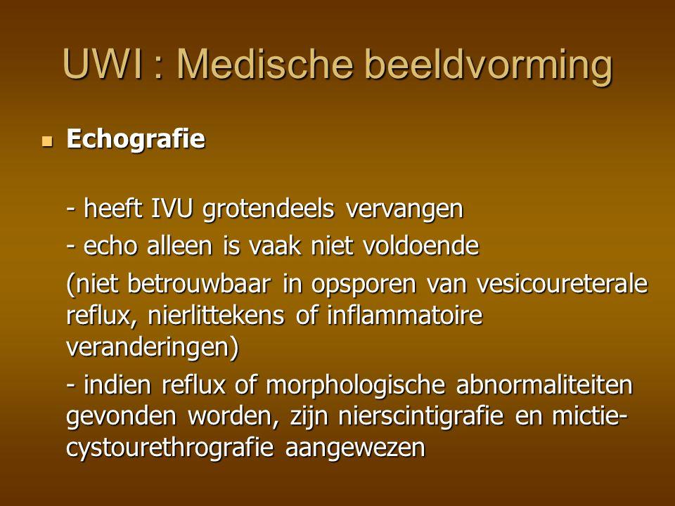 Intraveneuze Urografie - anatomisch beeld: cysten, hydronefrose Intraveneuze Urografie - anatomisch beeld: cysten, hydronefrose - minder gevoelig dan nierscintigrafie in de detectie van pyelonephritis en renal scarring - hogere dosis radiatie en risico van reactie op contrast- medium => Nierscintigrafie heeft IVU vervangen als standaardtechniek in de diagnose van nierinflammatie en renal scarring UWI : Medische beeldvorming