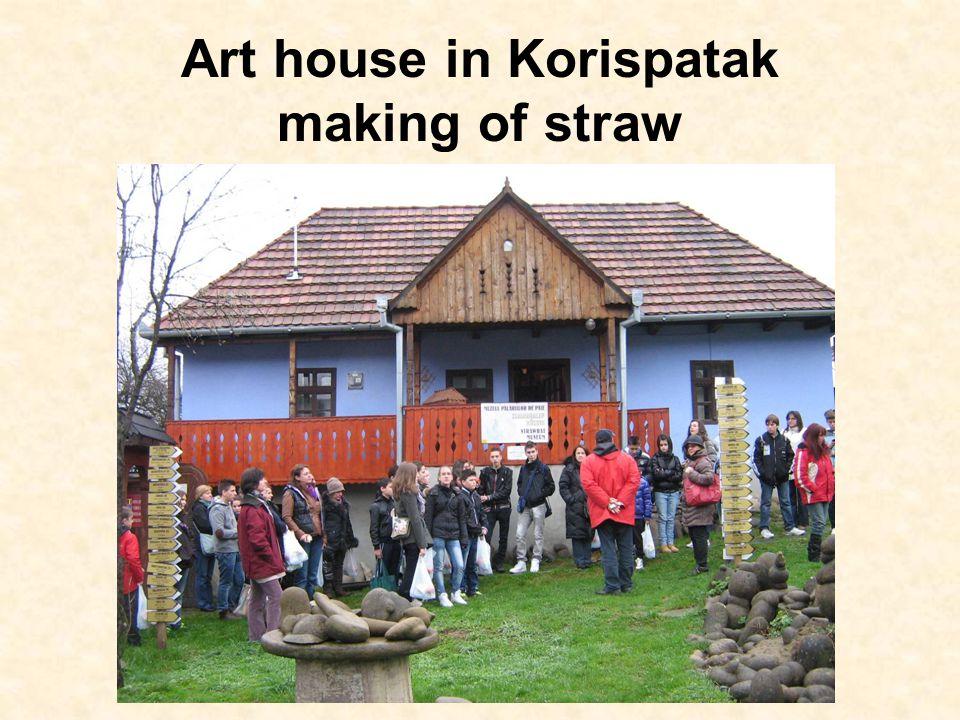 Art house in Korispatak making of straw