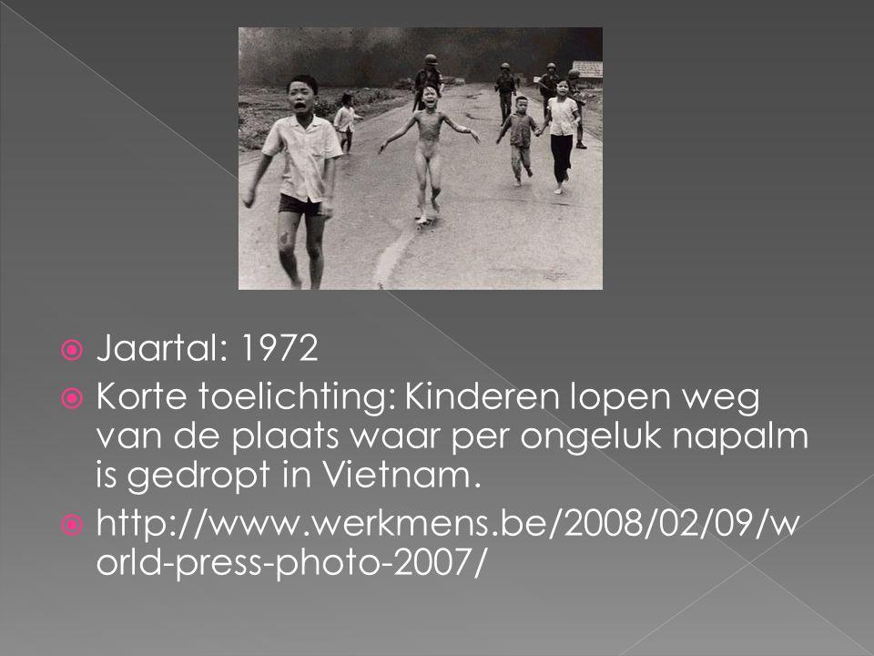  Jaartal: 1972  Korte toelichting: Kinderen lopen weg van de plaats waar per ongeluk napalm is gedropt in Vietnam.