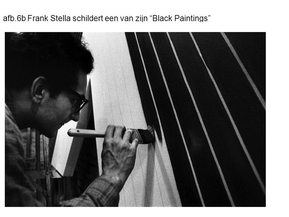 afb.6b Frank Stella schildert een van zijn Black Paintings