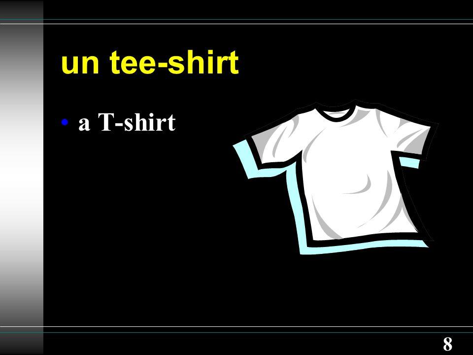 8 un tee-shirt a T-shirt