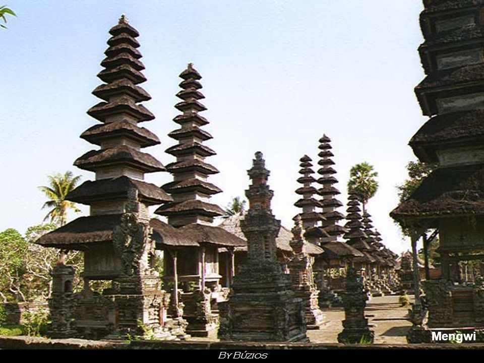 Bali Bali, the most Western of the islands of Sunda islands, counts more than 2,5 million inhabitants on a surface of 5600 km2 only.