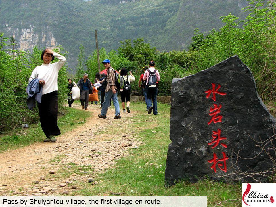Pass by Shuiyantou village, the first village en route.