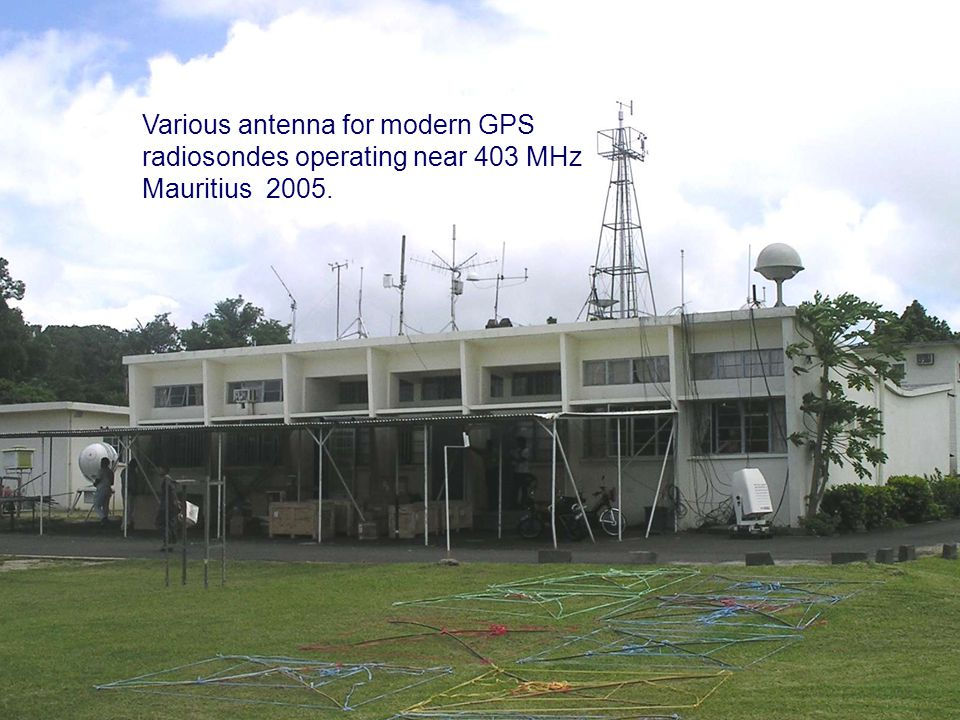 Page 5© Crown copyright 2004 Various antenna for modern GPS radiosondes operating near 403 MHz Mauritius 2005.