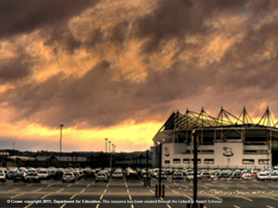 Derby County Language Club FrançaisEnglish le terrainthe car park le vestiairethe ticket office un caféa shop le guichetthe stand un écrana bank le parkingthe changing rooms la tribunea screen un magasina café une banquethe pitch Reliez les mots © Crown copyright 2011, Department for Education.