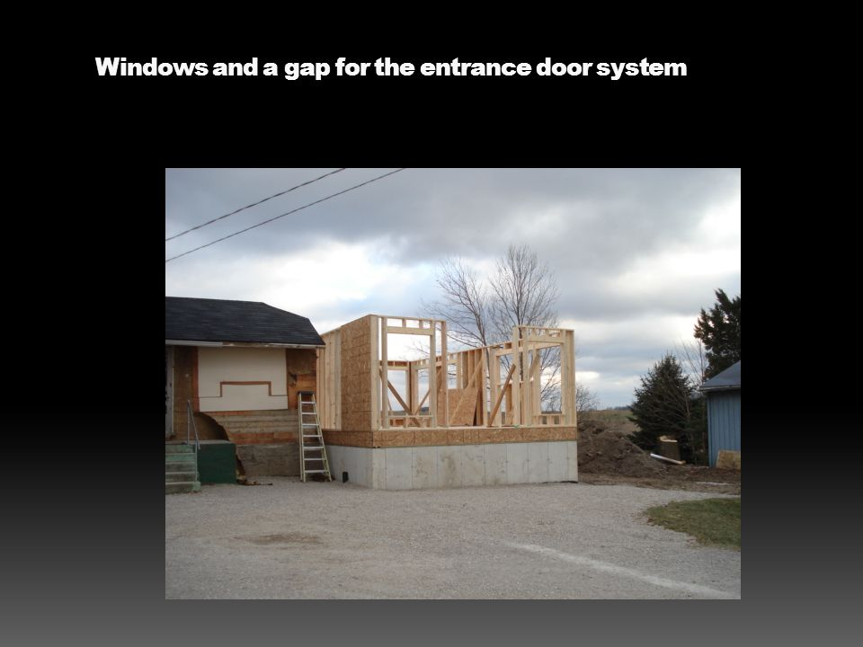 Windows and a gap for the entrance door system
