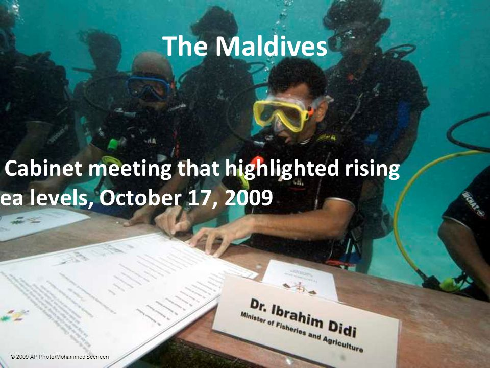 The Maldives Cabinet meeting that highlighted rising sea levels, October 17, 2009 © 2009 AP Photo/Mohammed Seeneen