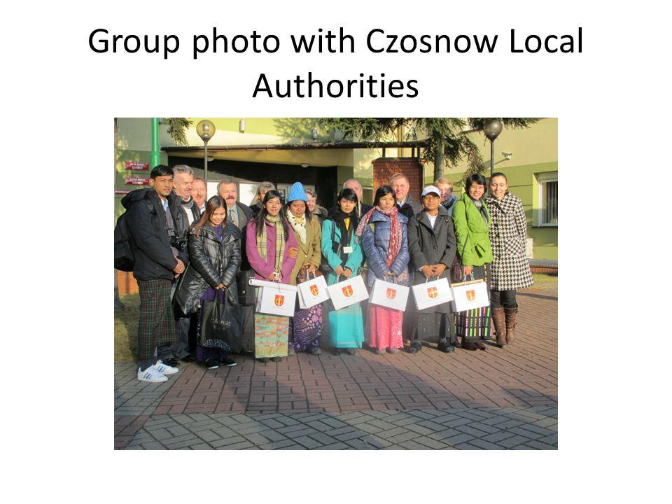 Group photo with Czosnow Local Authorities