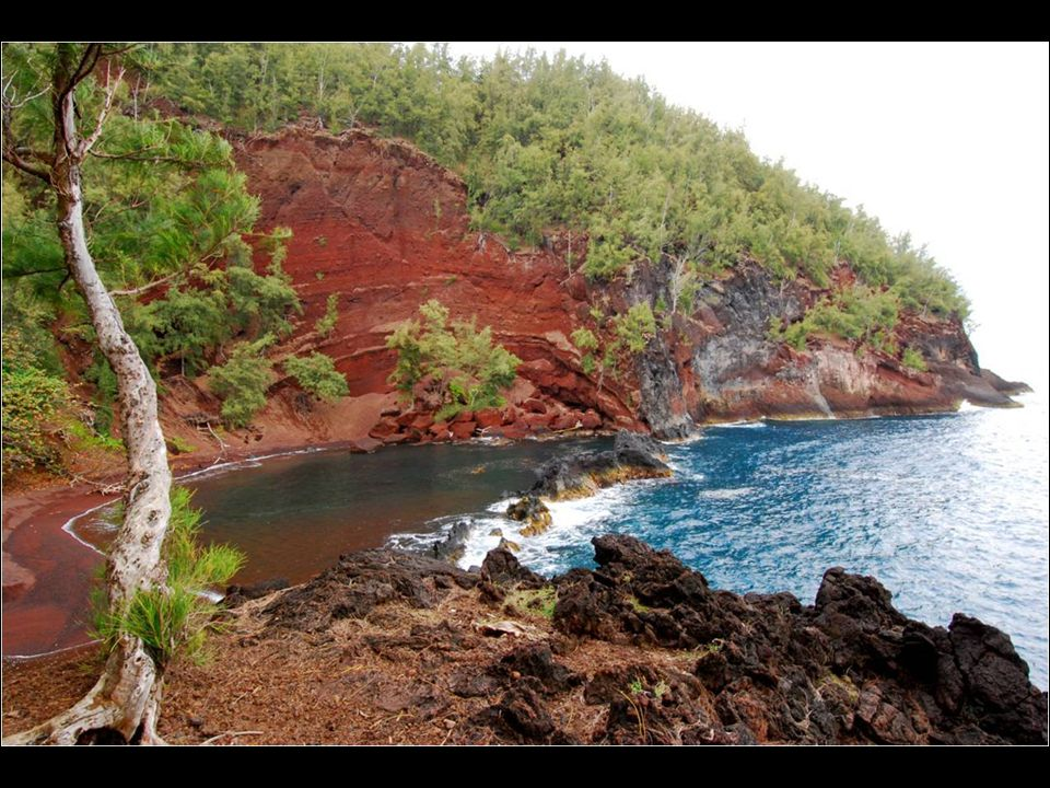 Located on the island of Mauim in Hawaii, this beach is not easily accessible, but the long journey worthwhile. The red color of the sand due to erosi