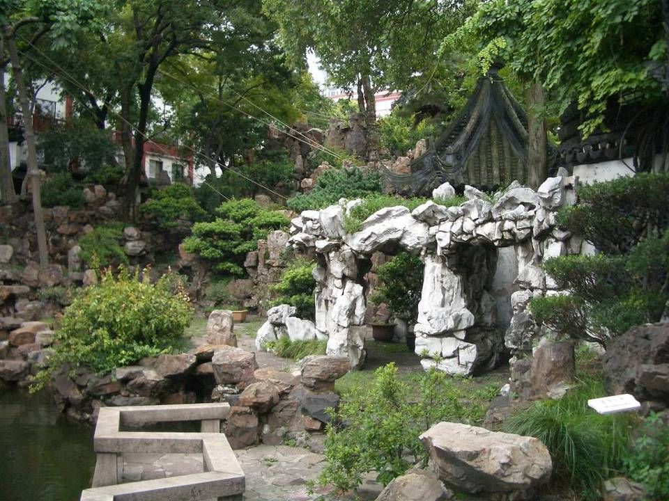 8. Yu Gardens ( 上海豫園 ) – Shanghai, China The 400-year-old