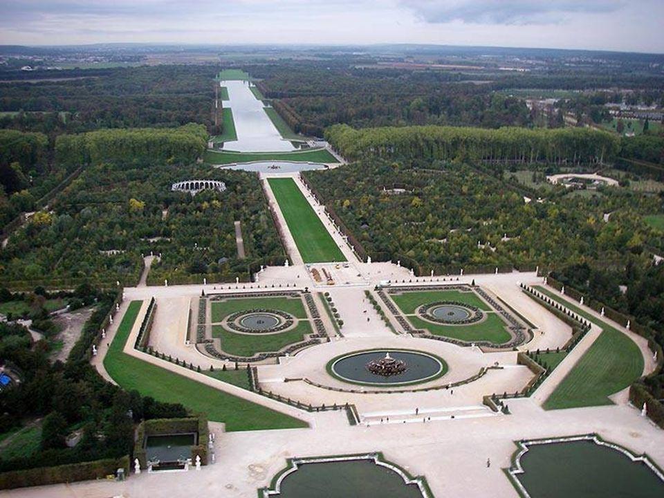 1. Versailles – Paris, France